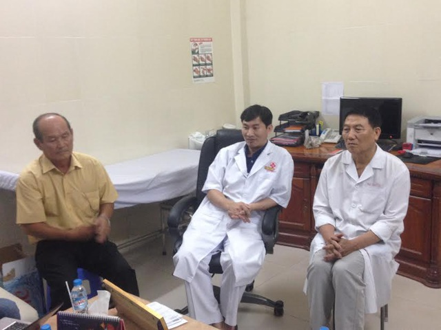 Các bác sĩ của Bệnh viện tiếp xúc với báo chí chiều ngày 12/9