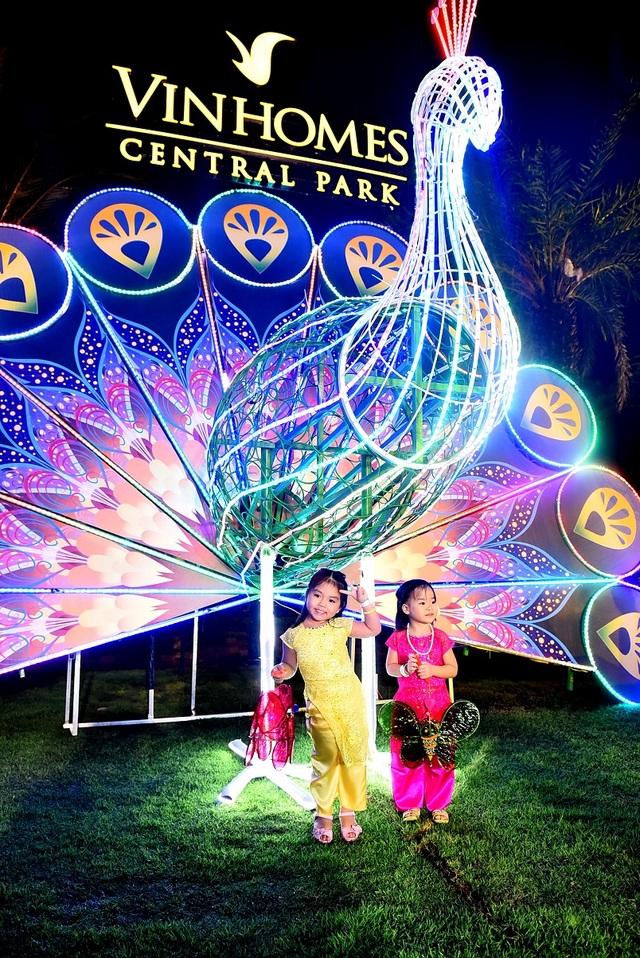 """""""Vui trăng cùng Vinhomes"""" mang đến cho trẻ nhỏ cơ hội vui chơi, tìm hiểu lễ hội truyền thống với nhiều hoạt động ý nghĩa"""