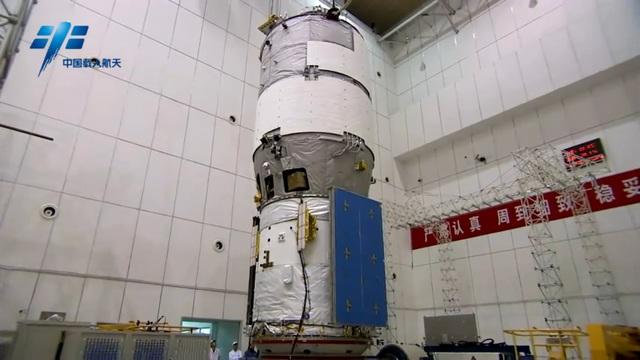Trạm thí nghiệm vũ trụ Tiangong 2 của Trung Quốc nhìn từ phía trước. Thiên Cung 2 được phóng lên quỹ đạo vào ngày 15/9 và sẽ đón nhận hai phi hành gia trong 30 ngày theo kế hoạch về nhiệm vụ Thần Châu 11.