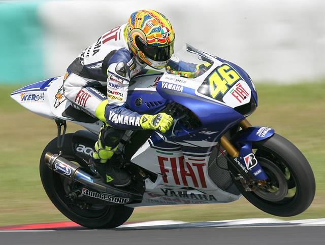 Valentino Rossi và chiếc M1 huyền thoại luôn là nỗi khiếp sợ cho các đội đua khác trong giải đấu MotoGP.