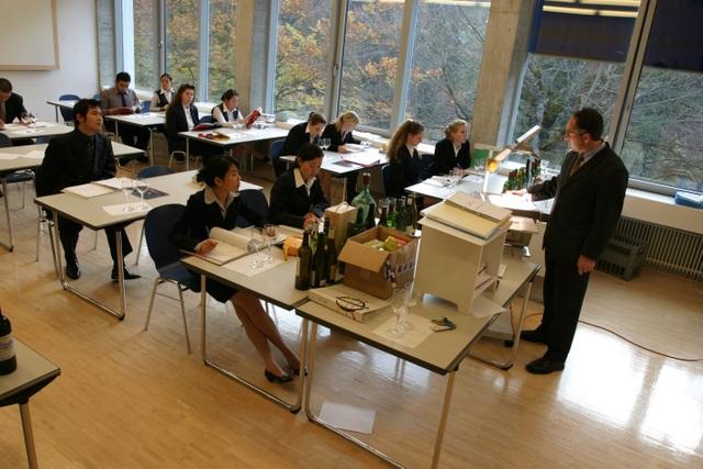 Hội thảo du học Thụy Sĩ - Trường Quản lý khách sạn quốc gia Thụy Sĩ SSTH - 2