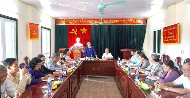 Cán bộ Hội Khuyến học 2 tỉnh Phú Thọ và Long An cùng nhau trao đổi, chia sẻ những kinh nghiệm trong công tác khuyến học ở mỗi địa phương.
