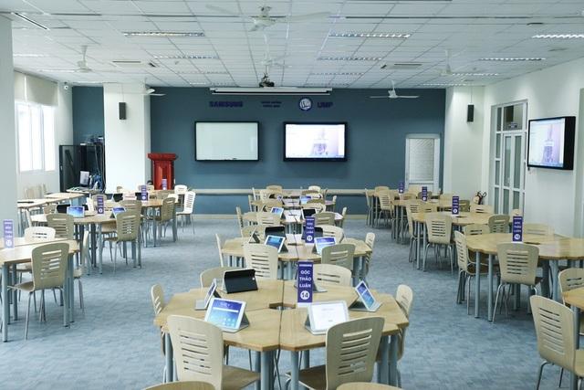 Giảng đường thông minh tại ĐH Y Dược TP.HCM với cách bố trí bàn ghế và trang thiết bị hiện đại