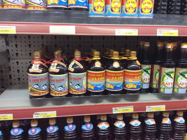 Các sản phẩm nước mắm truyền thống vẫn được bán bình thường tại Fivimart Đại La