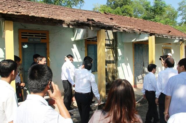 Bộ trưởng Phùng Xuân Nhạ: Tạo điều kiện tối đa để học sinh vùng lũ trở lại lớp - 6