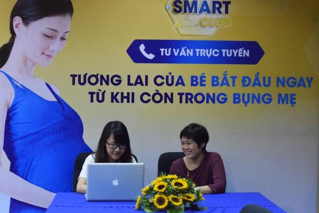 Bác sỹ Hoàng Thị Thanh Thủy trả lời thắc mắc của các mẹ
