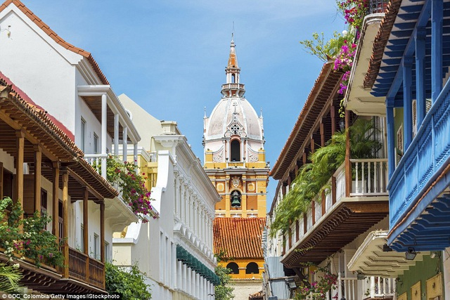 Đứng thứ 2 là Colombia. Quốc gia Nam Mỹ này được đánh giá cao bởi đời sống văn hóa phong phú, sôi động. Điều này bắt nguồn từ việc Colombia là quốc gia đa sắc tộc và có nhiều ngày lễ tết trong năm nhất thế giới (hơn 1000 ngày lễ tết lớn nhỏ).