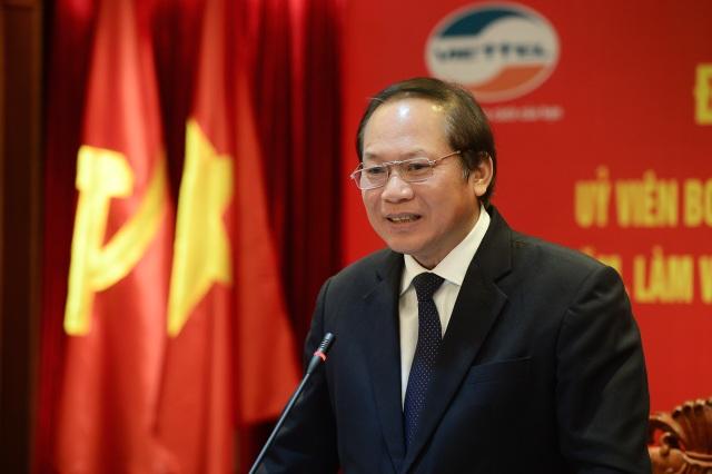 Bộ trưởng Trương Minh Tuấn đánh giá cao nỗ lực của Viettel và kỳ vọng Viettel sẽ dẫn đầu trong việc cung cấp dịch vụ 4G.