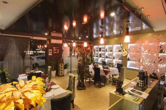 Không gian lung linh, huyền ảo bên trong của nhà hàng