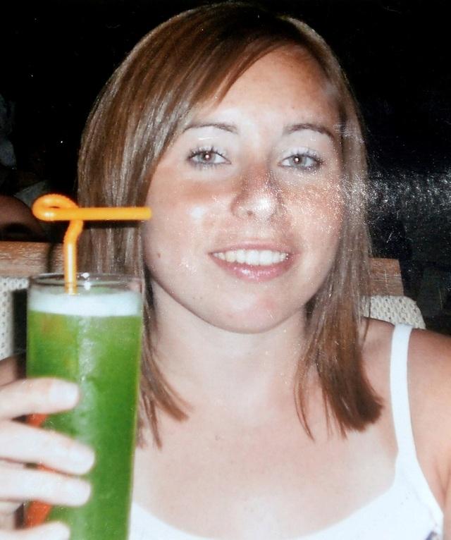 Lynne bắt đầu nôn mửa liên tục từ năm 2011
