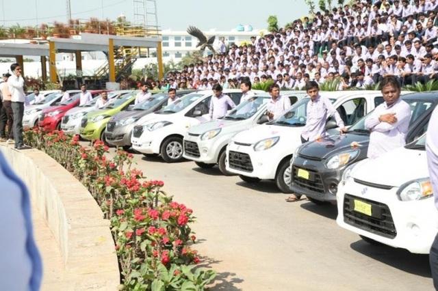 Ông chủ hào phóng nhất thế giới: tặng nhân viên 1.260 chiếc xe và 400 căn hộ - 2
