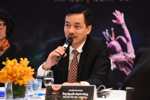 Ông Nguyễn Mạnh Hùng tham gia trả lời các câu hỏi của báo chí