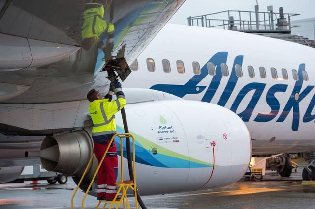 Chuyến bay thương mại đầu tiên sử dụng năng lượng tái tạo - 2