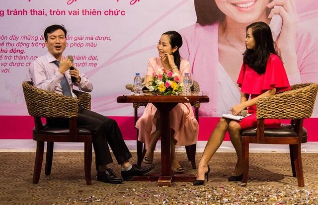 ThS.BS. Lê Văn Hiền - Tổng thư ký Hội Sản phụ khoa TP HCM và diễn viên Ốc Thanh Vân có phần chia sẻ những thông tin thiết thực về tránh thai an toàn tại một hội thảo của chương trình.