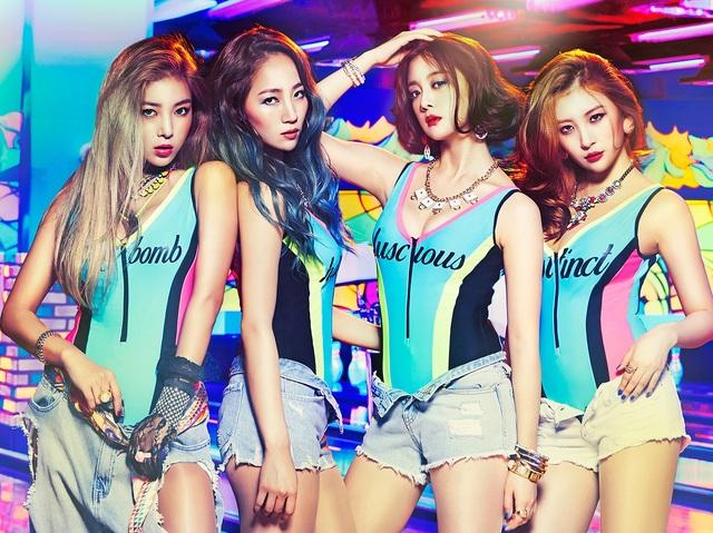 """Chỉ sau 3 ngày ra mắt, trang bán đĩa lớn nhất Hàn Quốc Synnara đã ra thông báo single chính thức rơi vào tình trạng """"cháy hàng"""". Why So Lonely không chỉ khẳng định """"đẳng cấp nữ quyền"""" của WG khi liên tục khiến làng nhạc thế giới """"chao đảo"""" mà còn giúp WG vươn lên đứng đầu danh sách nghệ sĩ được tìm kiếm trên Naver và là nhóm nhạc đứng hạng cao nhất trong phần bình chọn """"The Show"""" của đài SBS."""