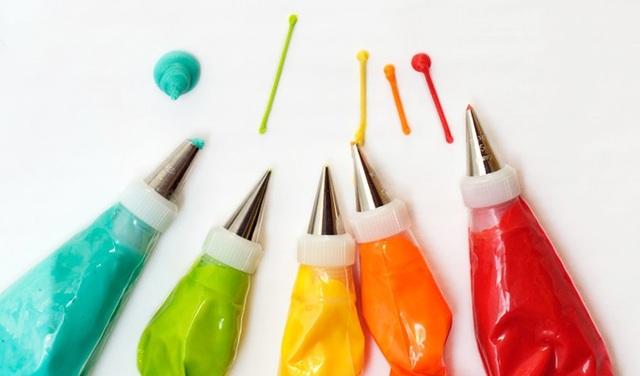 Hình 1: Trong Danh mục tiêu chuẩn vệ sinh đối với lương thực, thực phẩm ban hành kèm theo Quyết định số 867/QĐ - BYT, ngày 4/4/1998 của Bộ trưởng Bộ Y tế, quy định: (21 chất: 11 phẩm màu tự nhiên, 10 phẩm màu tổng hợp) được phép sử dụng làm phẩm màu dùng trong thực phẩm