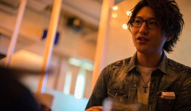 Hiro Kousaki, tiếp viên đứng thứ 2 trong bảng xếp hạng của Shangrila chia sẻ rằng anh phải chi khoảng 100,000 yên (gần 20 triệu đồng) mỗi tháng để chăm sóc nhan sắc.