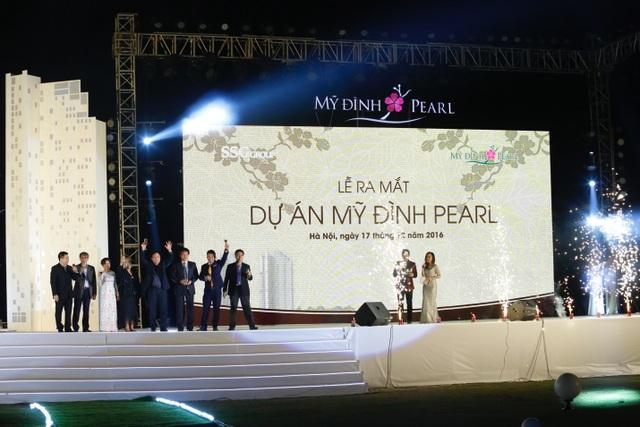 Đêm nhạc có sự góp mặt của ca sĩ Thanh Lam, Uyên Linh, Văn Mai Hương, Hồ Trung Dũng và Đức Tuấn với những bài hát sâu lắng, ngọt ngào đã đi sâu vào trái tim mỗi người con Hà Nội.