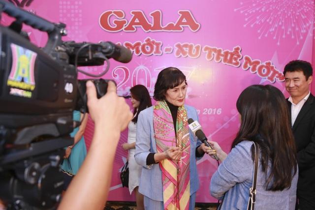 Bà Nguyễn Thị Hằng (Nguyên bộ trưởng Bộ Lao Động Thương Binh Xã Hội) trả lời phỏng vấn đài PTTH Hà Nội