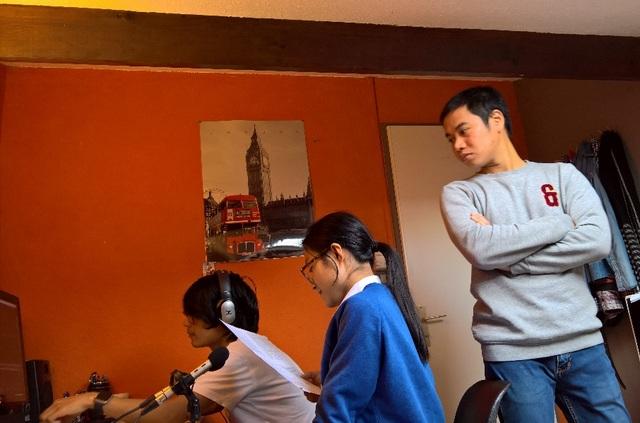 Giây phút tập trung làm việc của ê-kip thực hiện chương trình