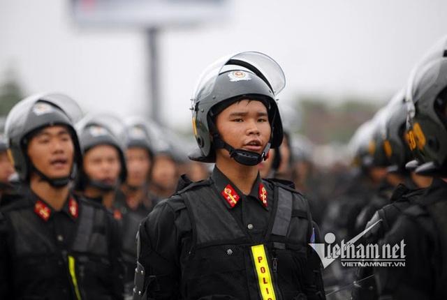 Khối sỹ quan Tiểu đoàn CSCĐ số 2 được trang bị dùi cui 68cm, lá chắn. Đơn vị luôn hoàn thành nhiệm vụ được giao, trở thành múi nhọn trong công tác đấu tranh phòng chống tội phạm, chống đua xe trái phép