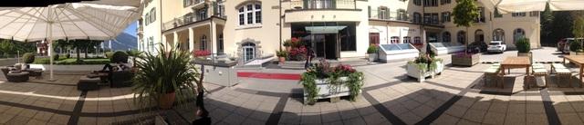 Một góc sân trường của SSTH, nơi sinh viên tận hưởng thời tiết trong lành của Thuỵ Sĩ.
