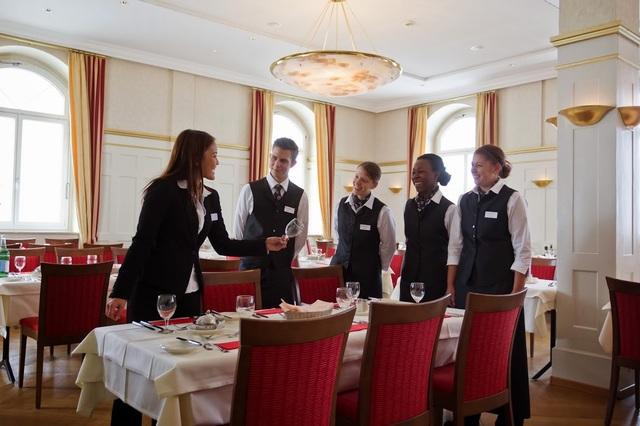 Hội thảo du học Thụy Sĩ - Trường Quản lý khách sạn quốc gia Thụy Sĩ SSTH - 3