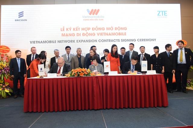 Lễ kí kết mở rộng mạng lưới viễn thông giữa Vietnamobile và các đối tác mạng lưới, Ericsson và ZTE