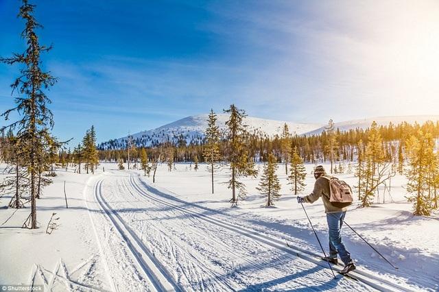 3. Phần Lan. Năm 2017 là thời điểm thích hợp để du khách khám phá Phần Lan. Bởi đây là dịp Phần Lan tổ chức một loạt các sự kiện văn hóa, giải trí đặc sắc để kỷ niệm tròn 100 năm trở thành một quốc gia độc lập. Bao gồm các buổi hòa nhạc ngoài trời, những bữa tiệc ẩm thực và nhiều hoạt động giải trí hấp dẫn khác.