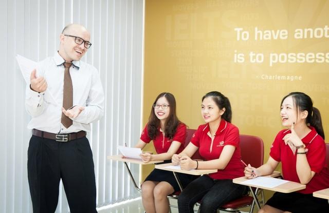 Tiết học với giáo viên bản ngữ tại VUS Lê Văn Lương, Hà Nội (Lầu 3, Golden Palace) sinh động và lôi cuốn.