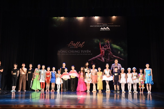 Các thí sinh trúng tuyển trong vòng tuyển chọn cho vở diễn Kẹp Hạt Dẻ