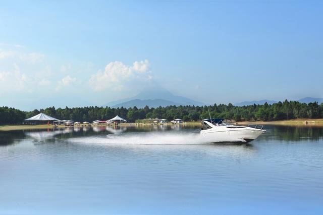 Tận hưởng không gian bao la và ngắm nhìn Hồ Đại Lải và dãy Tam Đảo