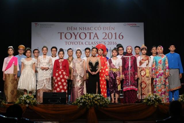 Các nghệ sĩ trình diễn tác tác phẩm Đoàn kết ASEAN do Pamela Tan Nicholson sáng tác