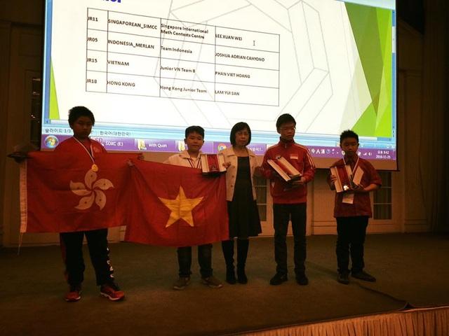 Các học sinh Việt Nam được xướng tên trên bảng vàng những học sinh xuất sắc nhất của cuộc thi
