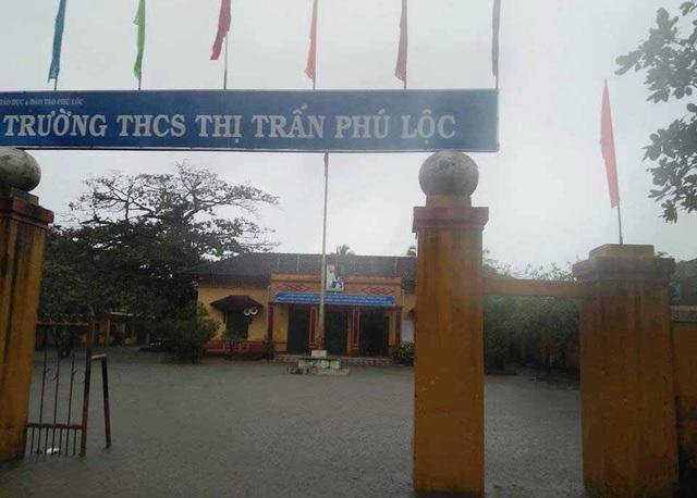 Một ngôi trường tại huyện Phú Lộc ngập sâu