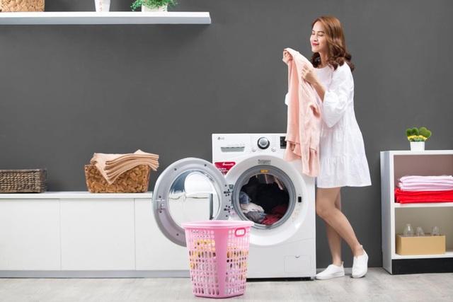 Nhờ công nghệ TrueSteam từ máy giặt lồng ngang LG, quần áo từ khi lấy khỏi lồng giặt không những phẳng mà lại còn sạch khuẩn và loại bỏ các mùi hôi khó chịu.