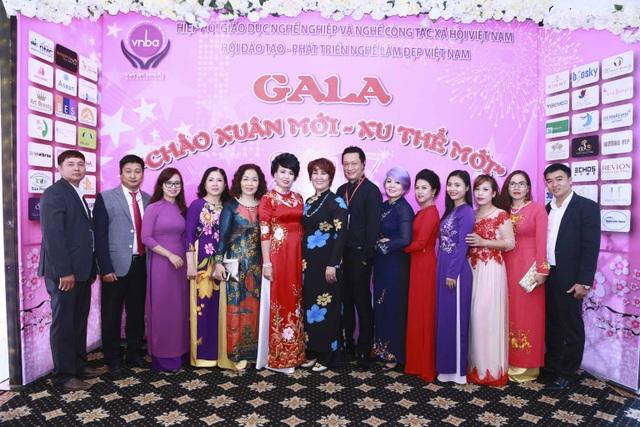 Đông đủ các khách mời là các chuyên gia đại diện các tổ chức doanh nghiệp làm đẹp đến tham dự chương trình