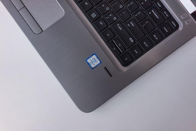 Cảm biến vân tay thay thế cho việc sử dụng mật khẩu rườm rà và mất nhiều thời gian cho công việc đăng nhập.