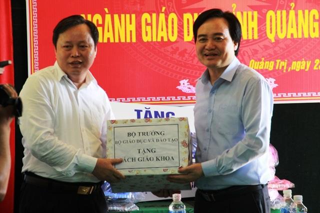 Bộ trưởng Phùng Xuân Nhạ: Tạo điều kiện tối đa để học sinh vùng lũ trở lại lớp - 7