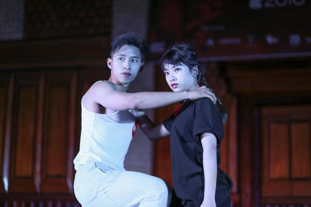 Phương Ngọc và Nguyễn Đại tự tin thể hiện phần tài năng nhảy đương đại