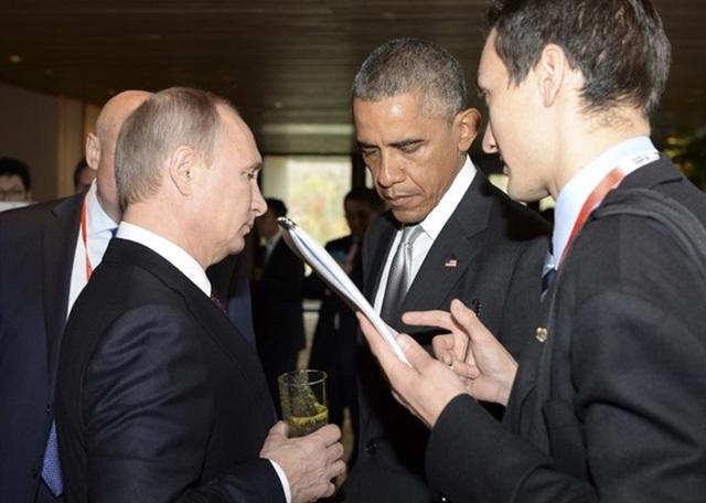 Hai người đàn ông quyền lực tiếp tục nhìn nhau bằng ánh mắt lạnh lùng tại Hội nghị thượng đỉnh APEC ở Bắc Kinh tháng 11-2014.
