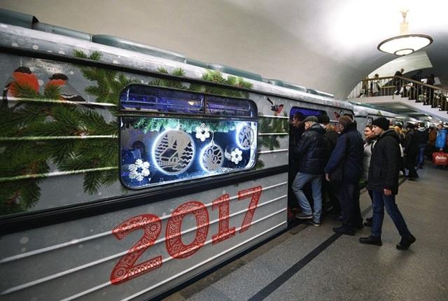 Trong dịp năm mới này, hành khách sẽ nhận được những tấm thiệp chúc mừng đặc biệt như một món quà khi nạp tiền vào thẻ đi lại
