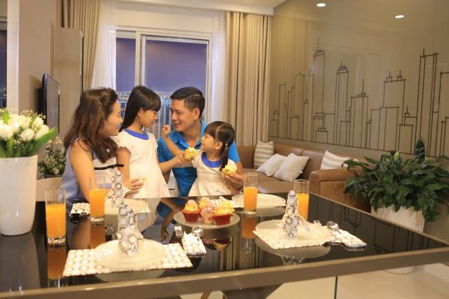 """MC Bình Minh cũng chia sẻ: """"The Park Avenue nằm ở khu vực đông dân cư, hoạt động kinh doanh tấp nập lâu đời nên chắc chắn hấp dẫn tầng lớp thương gia đang làm ăn tại khu vực, tạo cơ hội mới cho lĩnh vực cho thuê nhà ở. Các nhà đầu tư có thể bán lại hoặc cho thuê đều rất khả quan""""."""