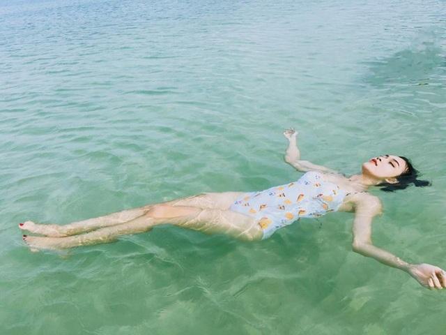 """Nữ sinh Học viện Hàng không """"đốt mắt"""" với bikini - 6"""