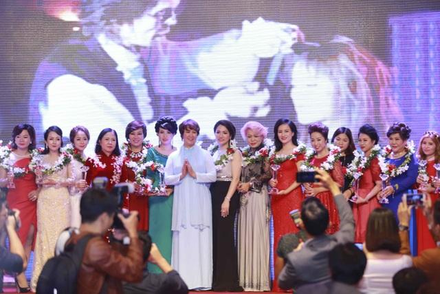 Lễ tôn vinh và trao cúp cho các doanh nghiệp có đóng góp tích cực cho ngành làm đẹp Việt Nam