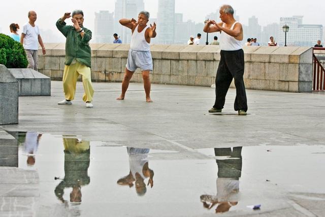 Thái Cực là một môn võ thuật của Trung Quốc và cũng là một dạng bài tập thể dục, thường được tập với những chuyển động chậm rãi, khoan thai.
