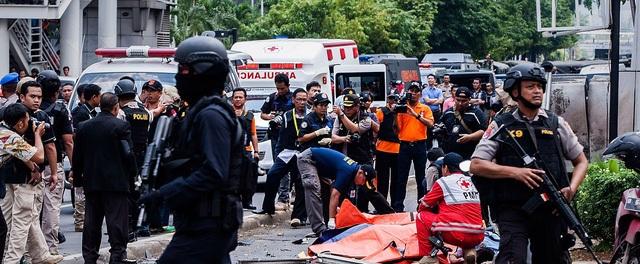 Hiện trường vụ đánh bom ở Jakarta (Ảnh: Getty)