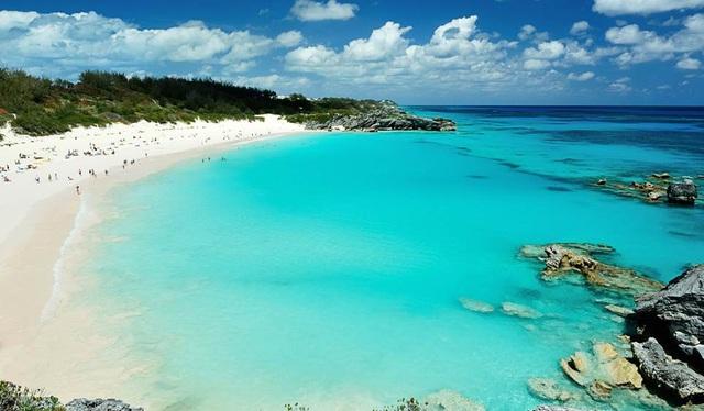 6. Bermuda. Quần đảo Bermuda thuộc khu vực hải ngoại của Anh nằm cách thành phố Miami, Mỹ 1770km về phía đông bắc. Vào tháng 6/2017, Bermuda sẽ là nơi tổ chức Cup đua thuyền của Mỹ. Không khí náo nhiệt của giải đua cùng khung cảnh tuyệt đẹp vùng ôn đới khiến Bermuda là địa điểm thứ 6 nên đến trong năm 2017.