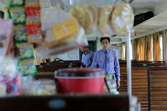 Không còn cảnh cho những người bán hàng rong trên tàu, nhưng những nhân viên trên tàu cũng không bán được bao nhiêu.