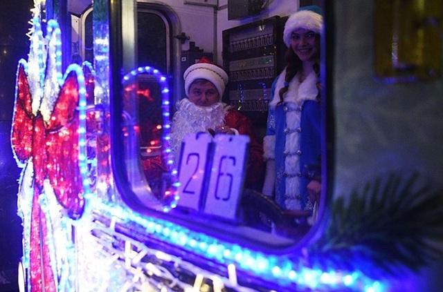 """Tàu điện ngầm Moscow hút khách năm mới bằng chiêu """"độc"""" - 7"""